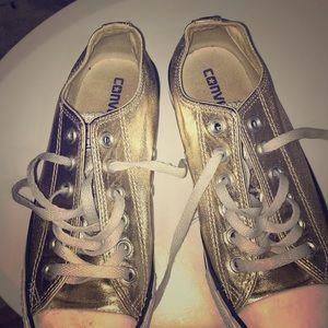 Gold converse!!😍‼️❤️